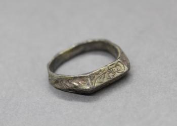Group 5 - Silver-gilt finger ring - CHCDM:2009.6